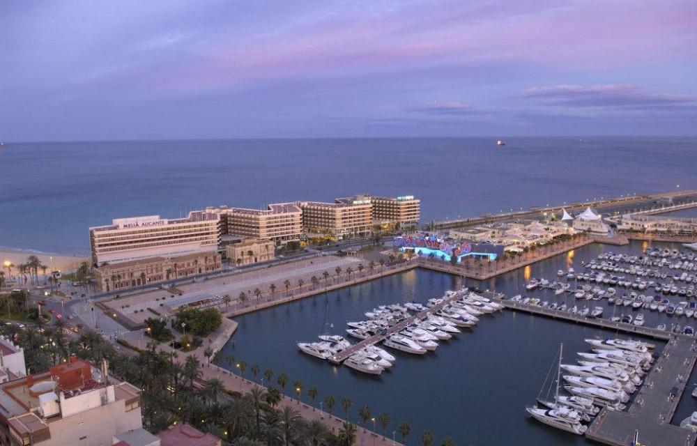 costa blanca alicante vista aera puerto y hoteles
