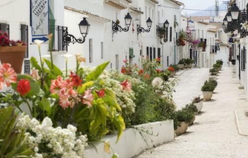 costa blanca altea calle blanca de flores