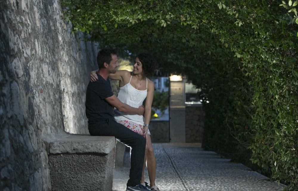 costa blanca altea pareja en un parque