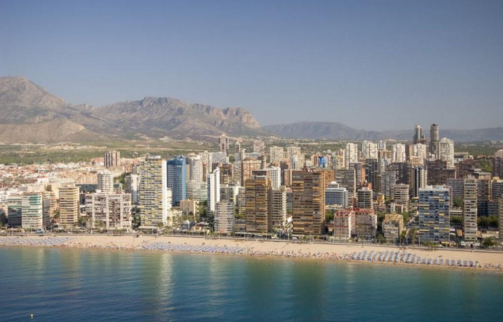 costa blanca benidorm altos edificios en la orilla
