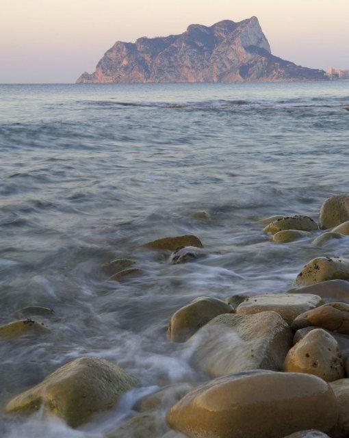 costa blanca benissa espuma del mar al atardecer
