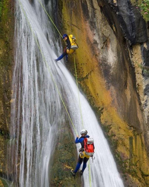 costa blanca bolulla valientes escaladores en cascadas