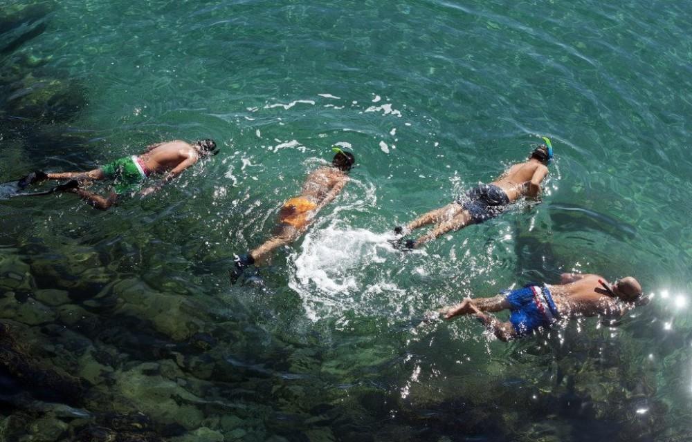costa blanca buceo banistas en verano