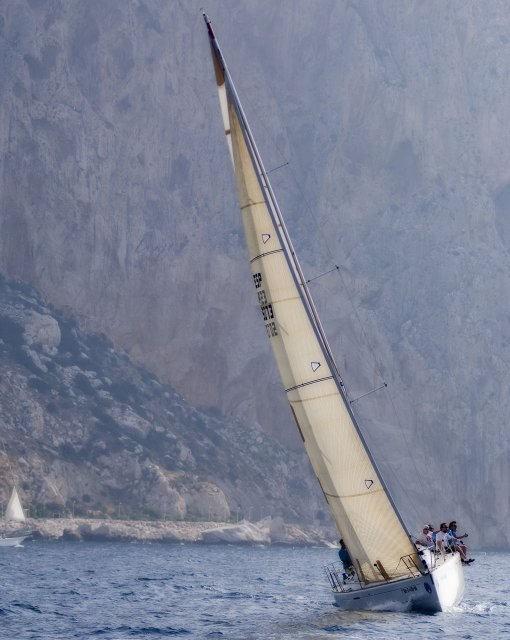 costa blanca calpe precioso velero en el mar