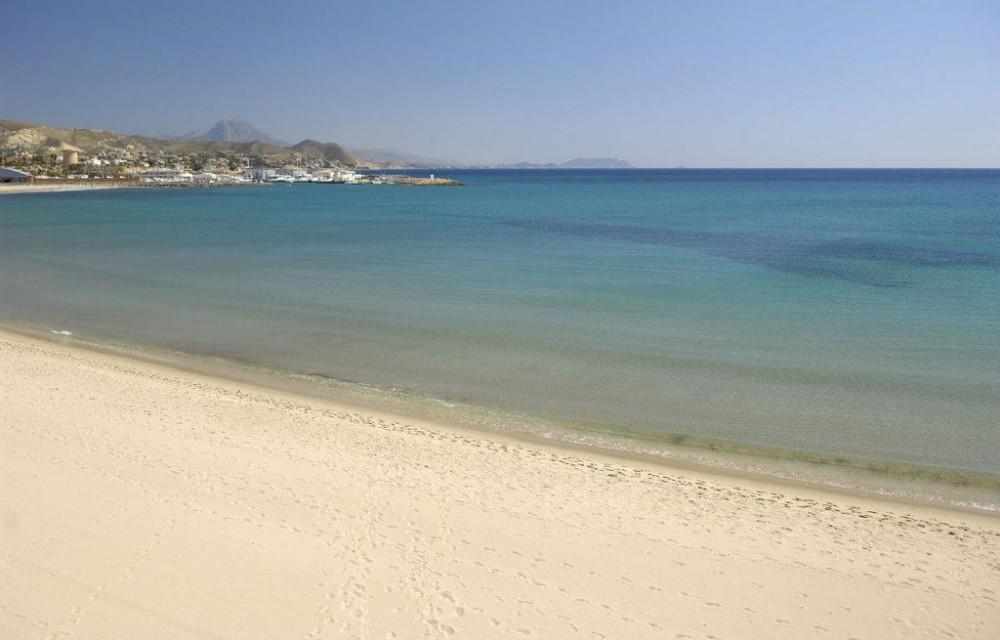 costa blanca campello orilla del mar con calma
