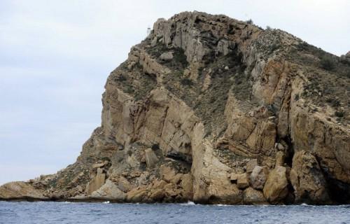 COSTA BLANCA CATAMARAN roca sobre el mar