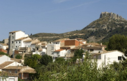 COSTA BLANCA MARINA BAIXA CONFRIDES Vista de la localidad y de la Sierra de Aitana