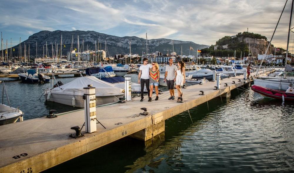 costa blanca denia amigos en puerto deportivo