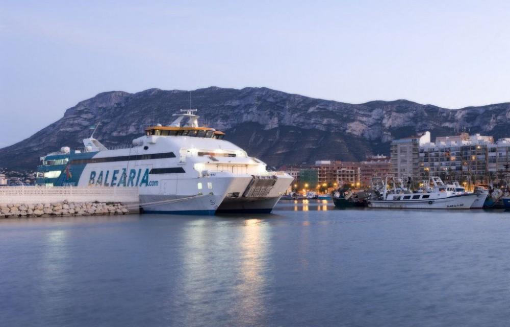 costa blanca denia entrada del ferry al puerto