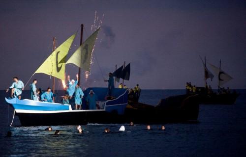 COSTA BLANCA DESEMBARCO LA VILA teatro nocturno en el mar
