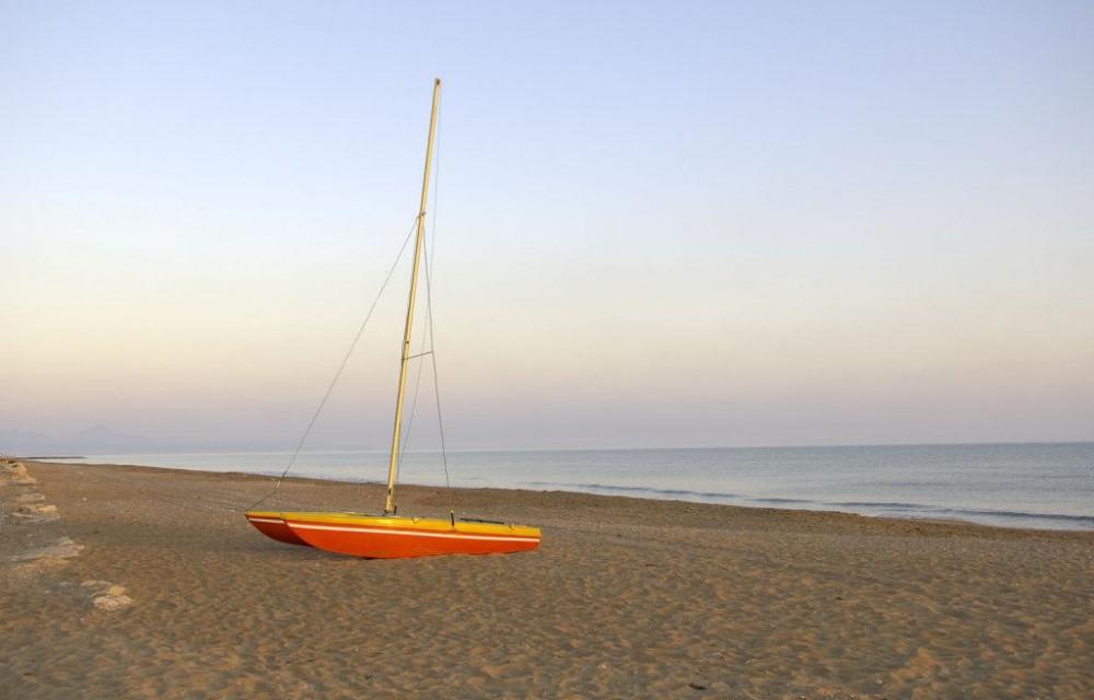 costa blanca els poblets bonita orilla del mar al amanecer