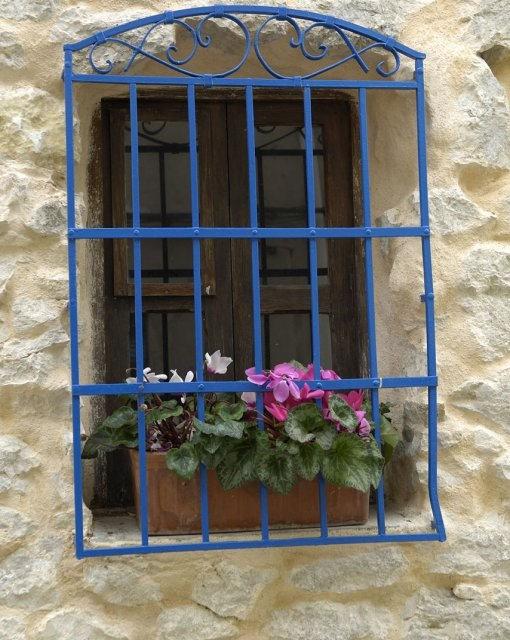 costa blanca fleix ventana bonita con flores