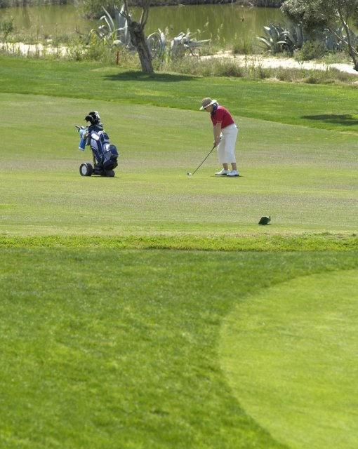 costa blanca golf la finca jugadora golpeando