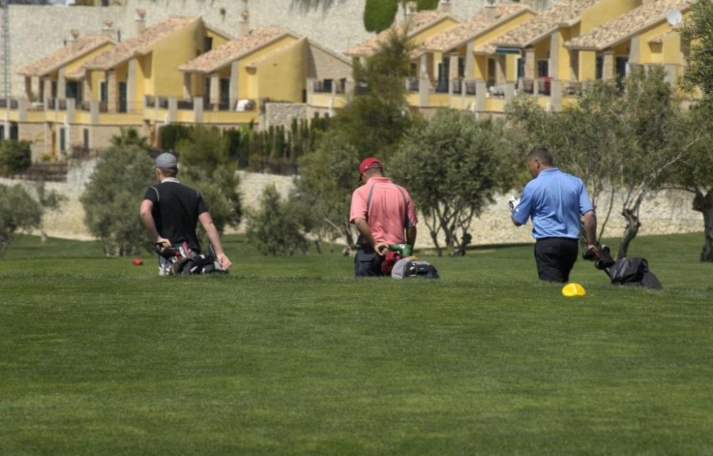 costa blanca golf la finca trio de jugadores caminando