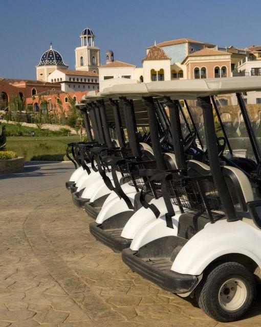 costa blanca golf villa aitana coches de golf aparcados