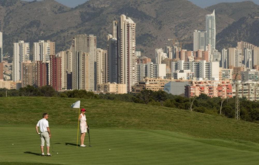 costa blanca golf villa aitana green con benidorm al fondo