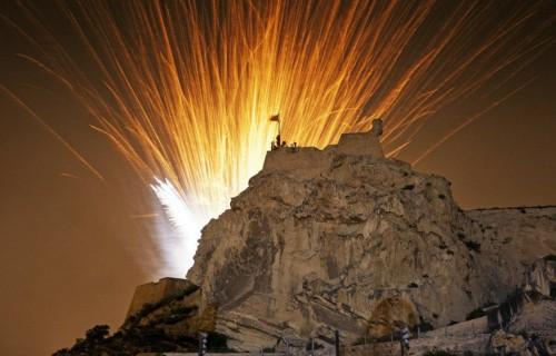 COSTA BLANCA ALICANTE HOGUERAS DE SAN JUAN palmera castillo alucinante