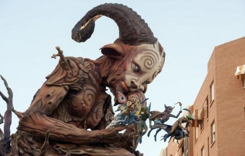 COSTA BLANCA ALICANTE HOGUERAS DE SAN JUAN figura de un minotauro