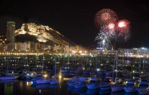 COSTA BLANCA ALICANTE HOGUERAS DE SAN JUAN fuegos artificiales desde el puerto