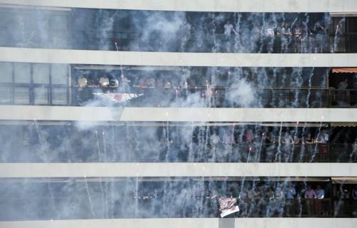 COSTA BLANCA ALICANTE HOGUERAS DE SAN JUAN mascleta vista desde un balcon