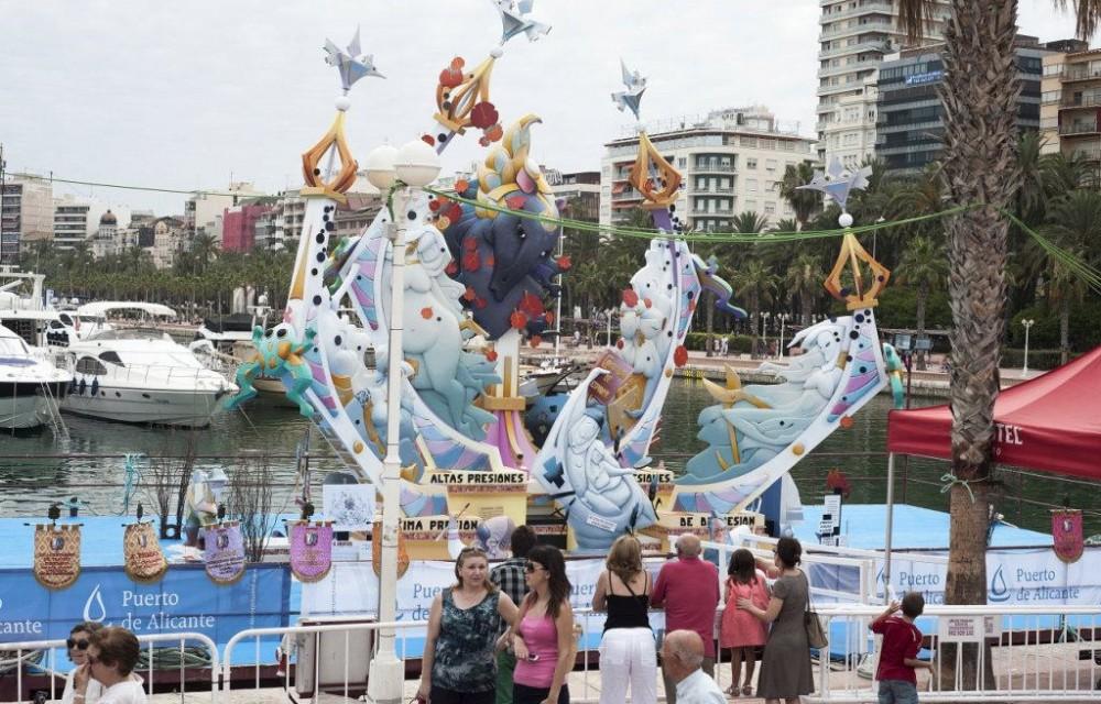 costa blanca hogueras san juan alicante monumento en puerto