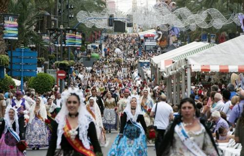 COSTA BLANCA ALICANTE HOGUERAS DE SAN JUAN multitud en alfonso el sabio