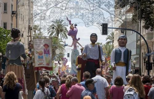 COSTA BLANCA ALICANTE HOGUERAS DE SAN JUAN multitud en la calle de la rambla