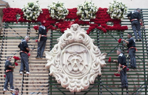 COSTA BLANCA ALICANTE HOGUERAS DE SAN JUAN ofrenda de flores