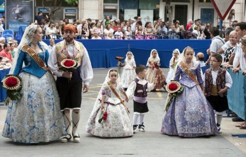 COSTA BLANCA ALICANTE HOGUERAS DE SAN JUAN parejas que son folkloricas