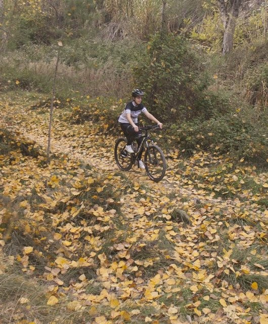 costa blanca jornadas nico terol ciclismo a traves de sendero de hojas