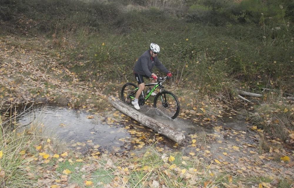 costa blanca jornadas nico terol ciclista atravesando agua