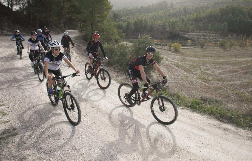 costa blanca jornadas nico terol ciclistas en el campo