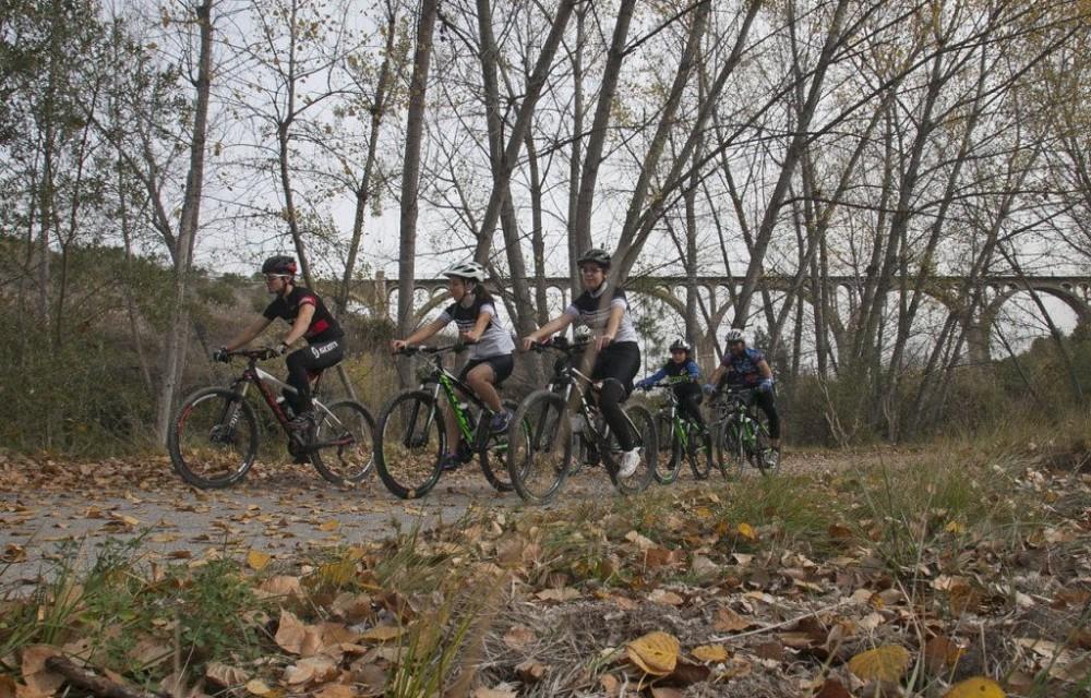 costa blanca jornadas nico terol ciclistas en una ruta campestre