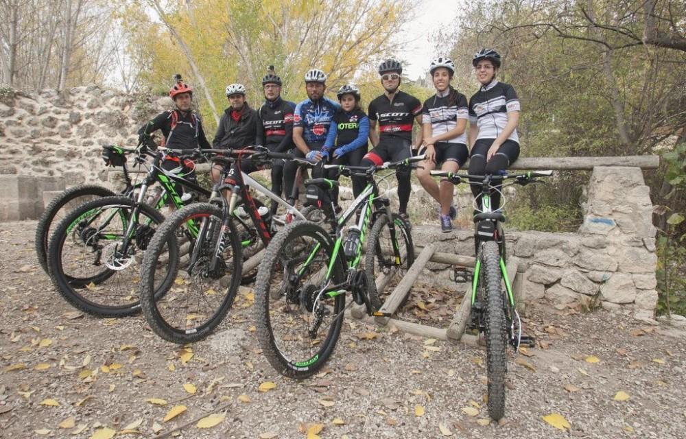 costa blanca jornadas nico terol ciclistas posando para una foto