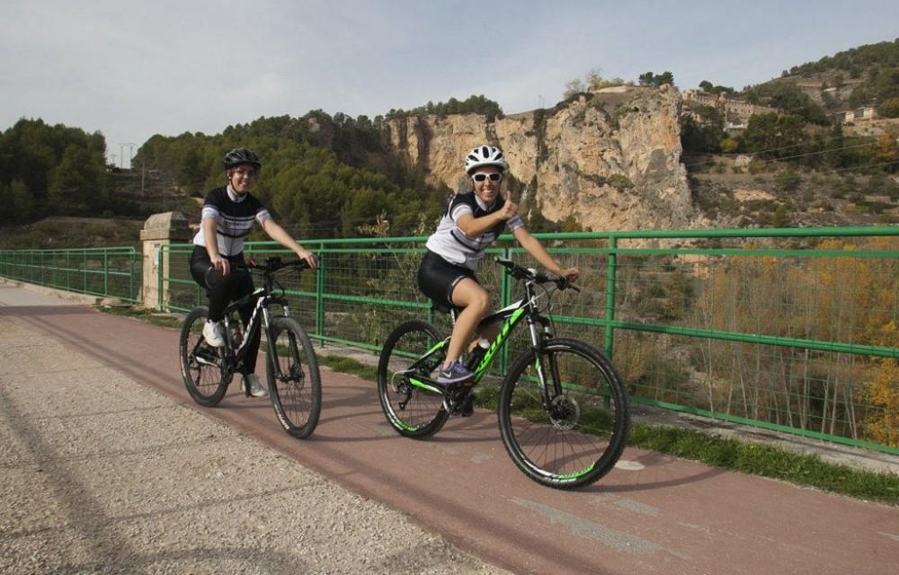 costa blanca jornadas nico terol ciclistas saludando