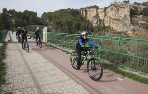 costa blanca jornadas nico terol joven ciclista en el puente