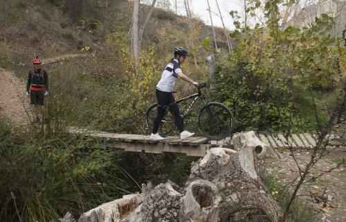costa blanca jornadas nico terol puente de madera y ciclista