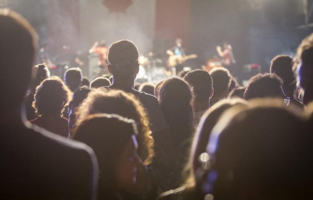 costa blanca low festival entre la gente en concierto