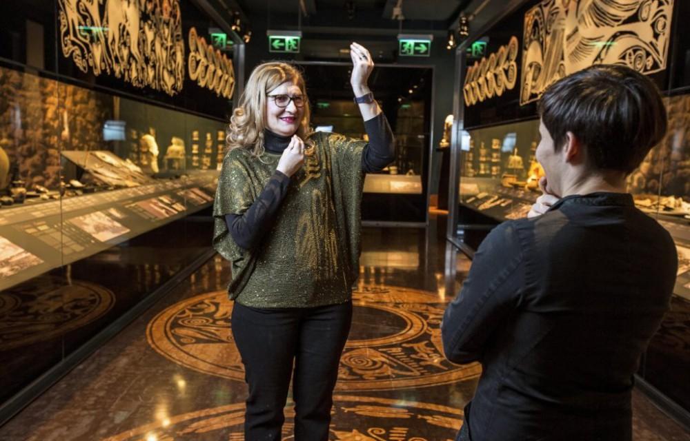 costa blanca marq guia del museo explicando