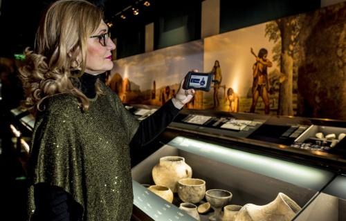 COSTA BLANCA ALICANTE Museo MARQ especialista que muestra la colección