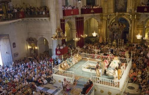 COSTA BLANCA MISTERIO DE ELCHE representacion iglesia llena