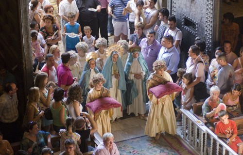 costa blanca misteri delx ninos entrando en la iglesia