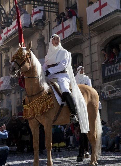 costa blanca moros y cristianos tradicion de alcoy caballo en la calle