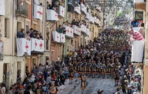 costa blanca moros y cristianos tradicion de alcoy calle en cascada