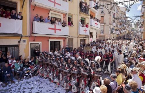 COSTA BLANCA MOROS Y CRISTIANOS calles con desfile de fiestas