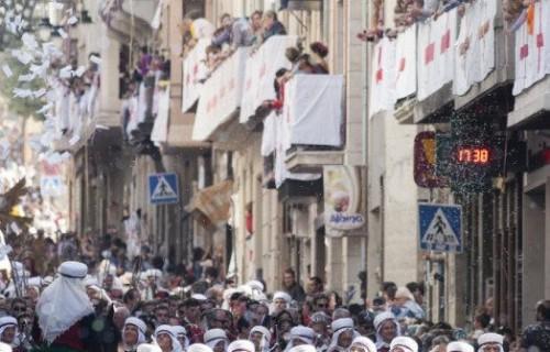 COSTA BLANCA MOROS Y CRISTIANOS desfile del pueblo