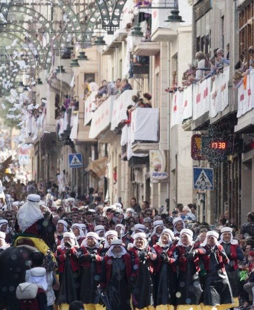 costa blanca moros y cristianos tradicion de alcoy desfile del pueblo