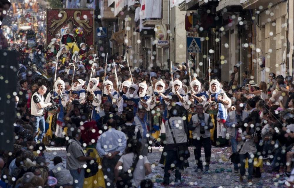 costa blanca moros y cristianos tradicion de alcoy desfile y fiesta