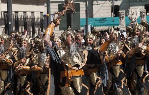 COSTA BLANCA MOROS Y CRISTIANOS una parte de la representacion del acto