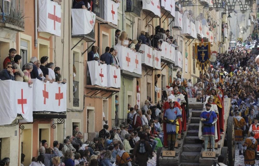 costa blanca moros y cristianos tradicion de alcoy riada de personas